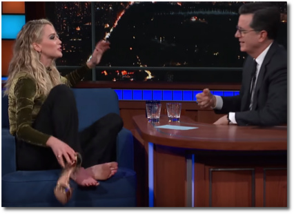 JLaw kicks off her shoes with Stephen 27 Feb 2018